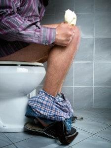 Mand på toilet