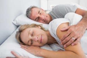 Så meget søvn har du og dit barn brug for