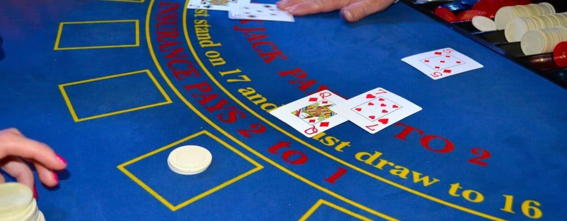 Hvorfor spillere elsker at spille blackjack i juletiden.