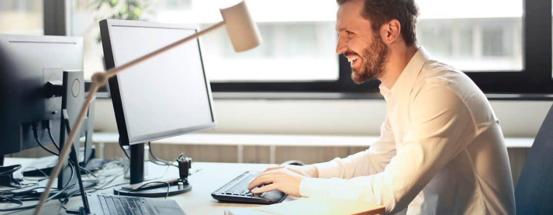 5 råd til en sund ryg i løbet af arbejdsdagen – slip for rygsmerter