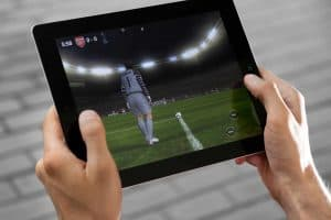 Hvordan kan jeg spille fodbold og spille på fodbold på nettet?